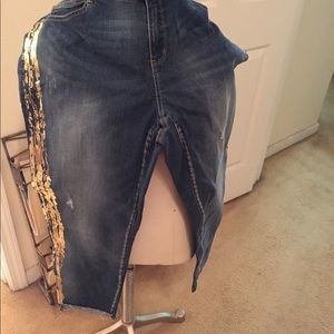 Skinny jean with foil wrapped down side